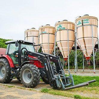 主飼料の牧草は自社栽培